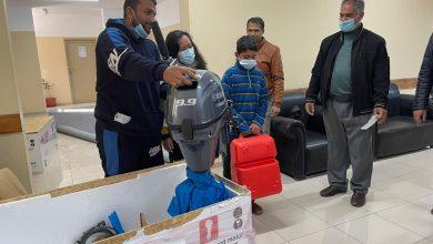 Photo of بدعم من الصليب الأحمر . . الزراعة توزع خمسة محركات بحرية على الصيادين المتضررين